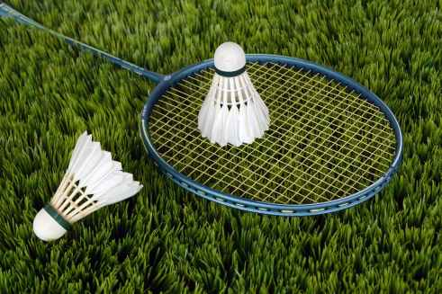 blue badminton racket with shuttlecock